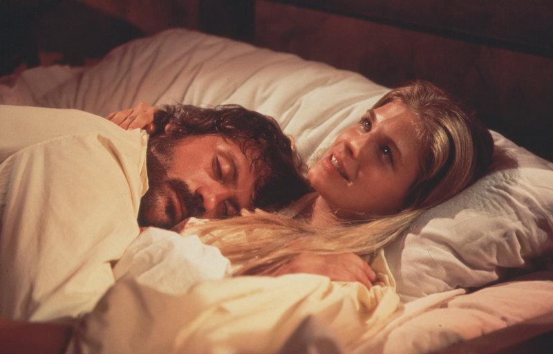 Oliver Reed, Candice Bergen – Bild: METRO GOLDWYN MAYER