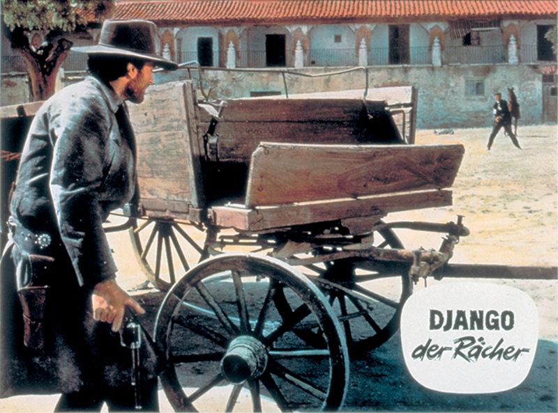 Burt Sullivans Vater ist ermordet worden. Das schreit nach Rache. Als Django (Franco Nero) kündigt er den Sheriffdienst und zieht zusammen mit seinem Bruder Jim Richtung Mexiko. Hier vermuten sie den Täter. Als sie ihm endlich gegenüber stehen, wird es erst einmal kompliziert. – Bild: Studiocanal