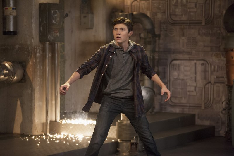 """LAB RATS - """"Leo vs. Evil"""" - Leo follows Marcus to his secret lair to gather evidence that proves he's bionic but ends up captured by Marcus. Meanwhile, the Lab Rats scramble to bring Tasha back before Davenport finds out that they accidentally teleport her to parts unknown. This new episode of """"Lab Rats,"""" the hit bionic comedy series, premieres MONDAY, JUNE 24 (9:00-9:30 p.m., ET/PT) on Disney XD. (DISNEY XD/BRUCE BIRMELIN) MATEUS WARD – Bild: Disney / © 2013 The Walt Disney Company Germany"""