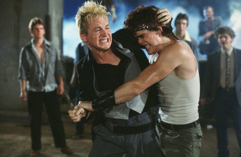 Versucht verzweifelt dem Ruf seines älteren Bruders nachzueifern: Rusty James (Matt Dillon, r.) ... – Bild: 1993 Hot Weather Films. All Rights Reserved. Lizenzbild frei