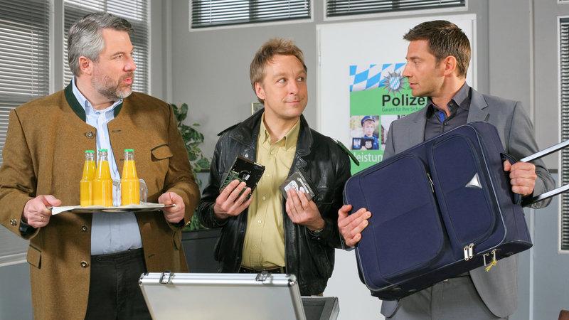 (v.li.): Kommissar Anton Stadler (Dieter Fischer), Polizist Michi Mohr (Max Müller), Kommissar Sven Hansen (Igor Jeftic). – Bild: ZDF