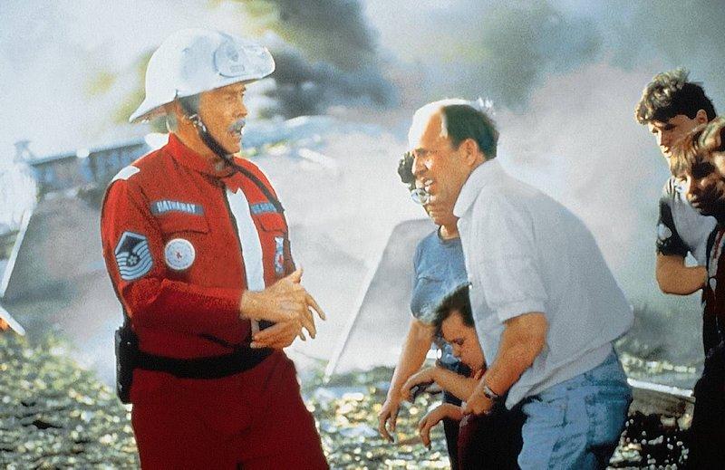 Chief Hathaway leitet den Einsatz der Feuerwehr von Sioux City. – Bild: Family TV
