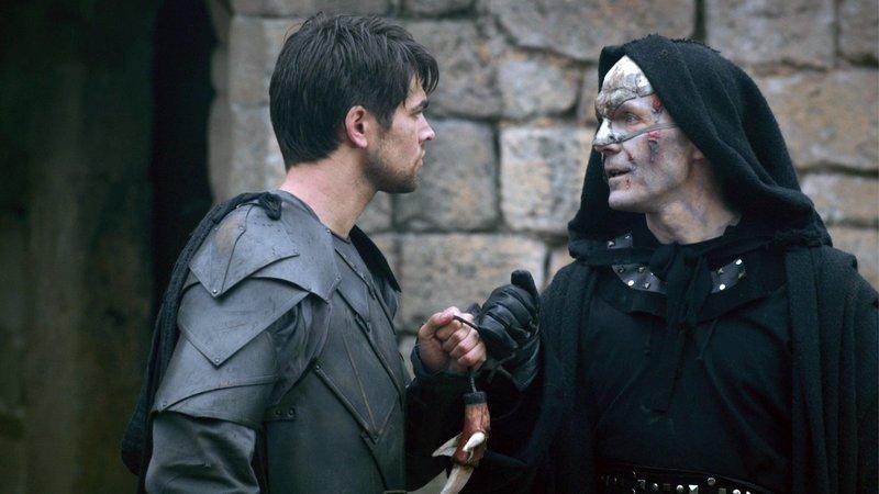 Grayson (Jack Derges, li.) mit Bezz (Barry Aird)Grayson (Jack Derges, li.) mit Bezz (Barry Aird) – Bild: RTL II