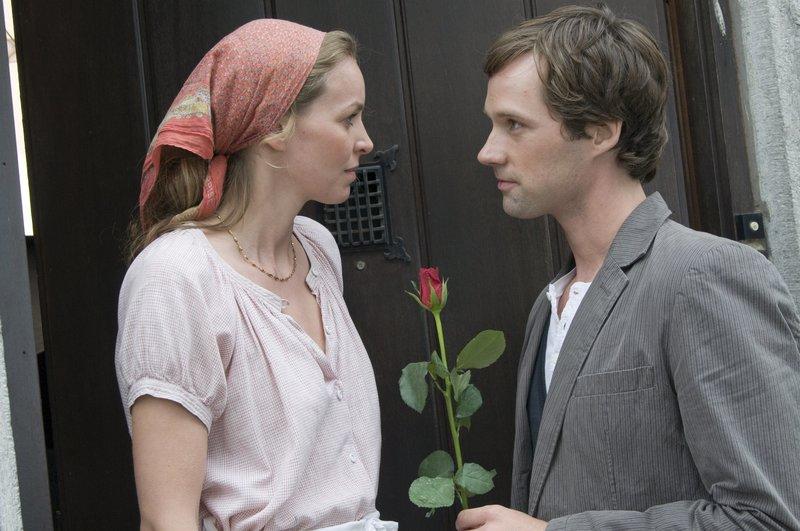 """Simone Hanselmann und Matthias Schloo in """"Herz aus Schokolade"""" – Bild: ZDF und Jacqueline Krause-Burberg."""