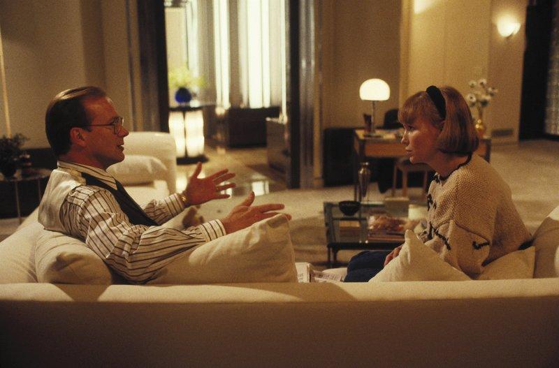 Alles nur noch Routine: Doug (Willliam Hurt, li.) kann und will die Nöte seiner Frau Alice (Mia Farrow, re.) nicht ernstnehmen. – Bild: Kabel Eins Classics