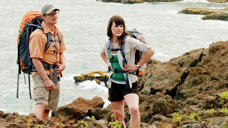 Cliff (Steve Zahn) und Cydney (Milla Jovovich) verbringen ihre Flitterwochen auf einer unbewohnten hawaiianischen Insel. Allerdings wird der Trip gleich zu Beginn von einem grausamen Ereignis überschattet... – Bild: RTL II