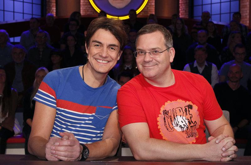 Rateteam-Kapitän Elton (r.) und der Comedian Matze Knop (l.) bilden ein Rateteam. – Bild: ARD/Morris Mac Matzen
