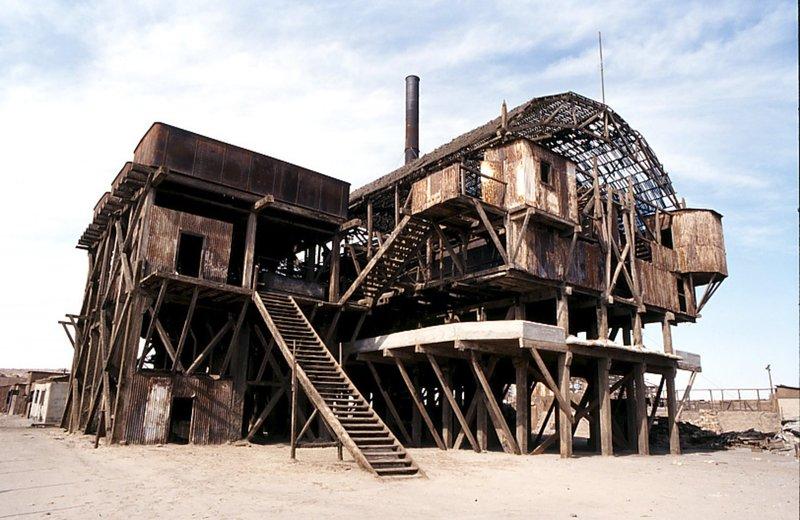 Ruine der Produktionsanlage Santa Laura. – Bild: ZDF und SWR