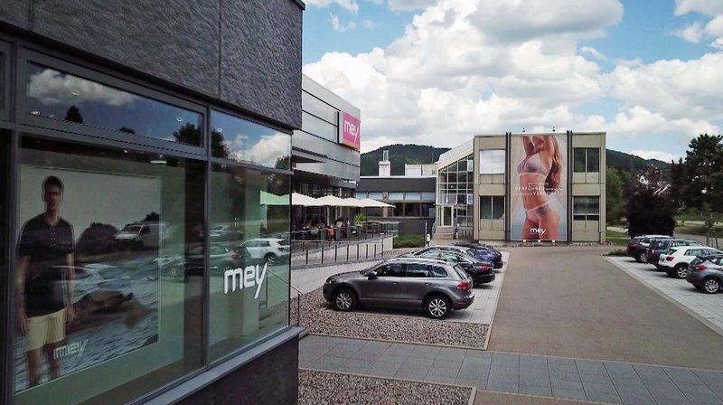 Marktcheck wirft einen Blick hinter die Kulissen des Mey-Hauptsitz in Albstadt. – Bild: SWR
