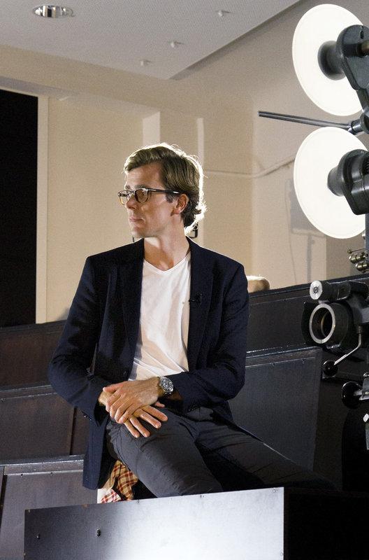 Dr. Wimmer während einer Moderation im Hörsaal. – Bild: NDR/MedServation GmbH
