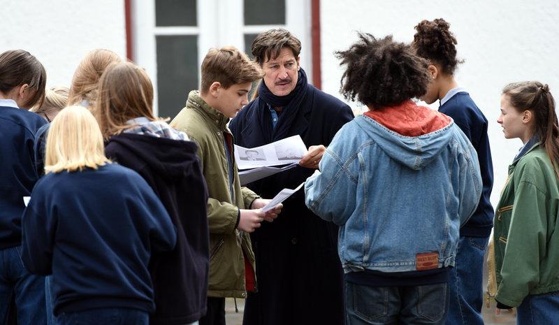 Claus (Tobias Moretti) fühlt sich von der Polizei im Stich gelassen und nimmt selbst die Ermittlungen in die Hand. – Bild: ZDF und Nicolas Maack