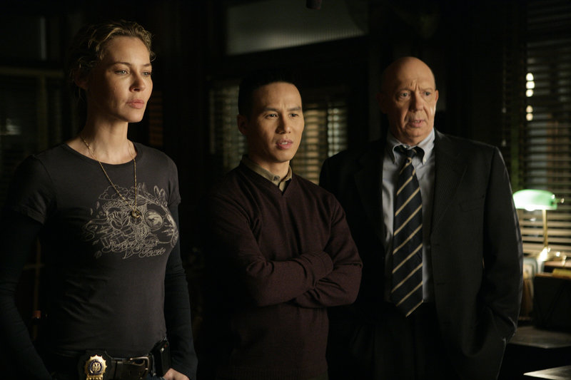 Pictured: (l-r) Connie Nielsen as Detective Dani Beck, B.D. Wong as Dr. George Huang, Dann Florek as Capt. Donald Cragen – Bild: Universal Channel