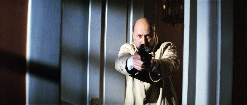 Psychiater Dr. Loomis (Donald Pleasence) sieht keine andere Möglichkeit, seinen Patienten aufzuhalten, als auf ihn zu schießen ... – Bild: Paramount Pictures Lizenzbild frei