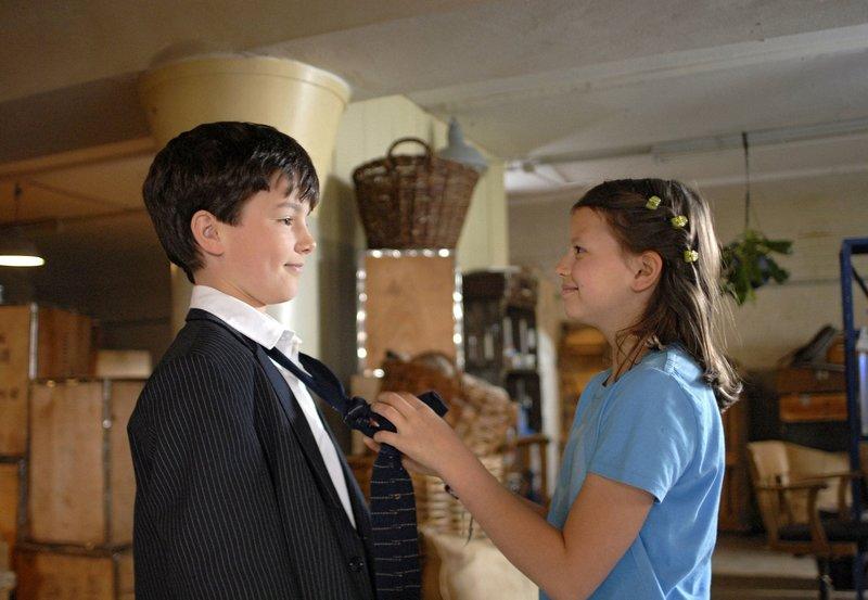 Marie (Nina Flynn) und Felipe (Niklas Fastrich) mögen sich.– Bild: NDR/Romano Ruhnau
