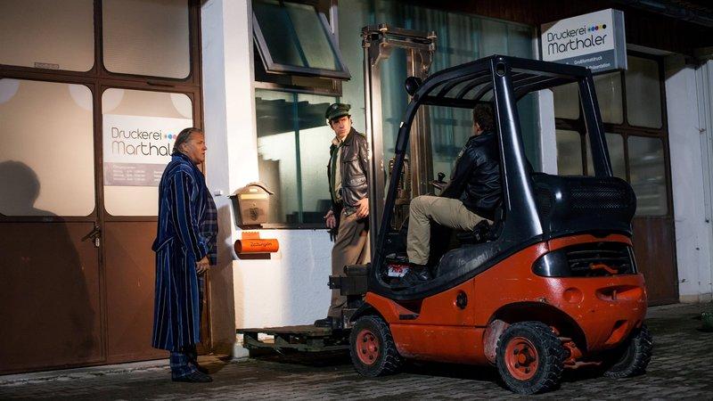 L-R: Reimund Girwidz (Michael Brandner), Staller (Helmfried von Lüttichau), Hubert (Christian Tramitz). – Bild: TMG und Entertainment Factory