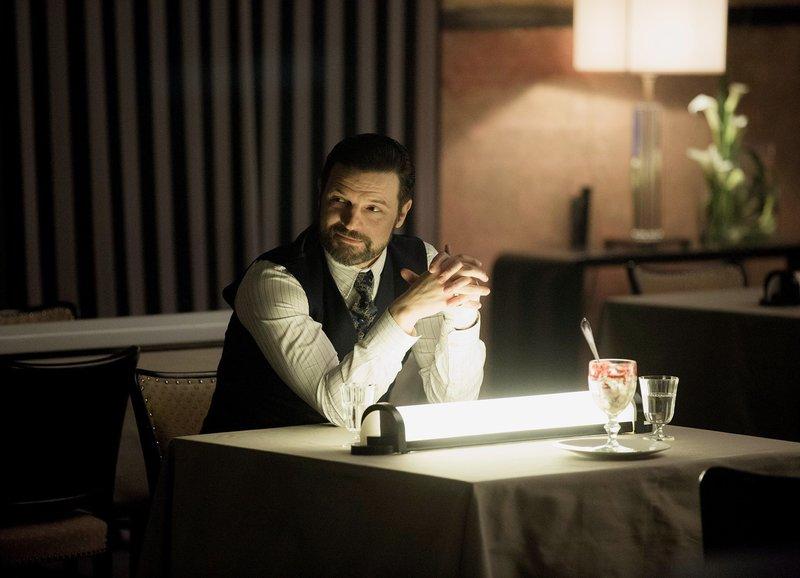 Babylon Berlin Folge 14 Staffel 2, Episode 6 Zwielichtiger Geschäftsmann: Misel Maticevic als Der Armenier – Bild: SRF zwei