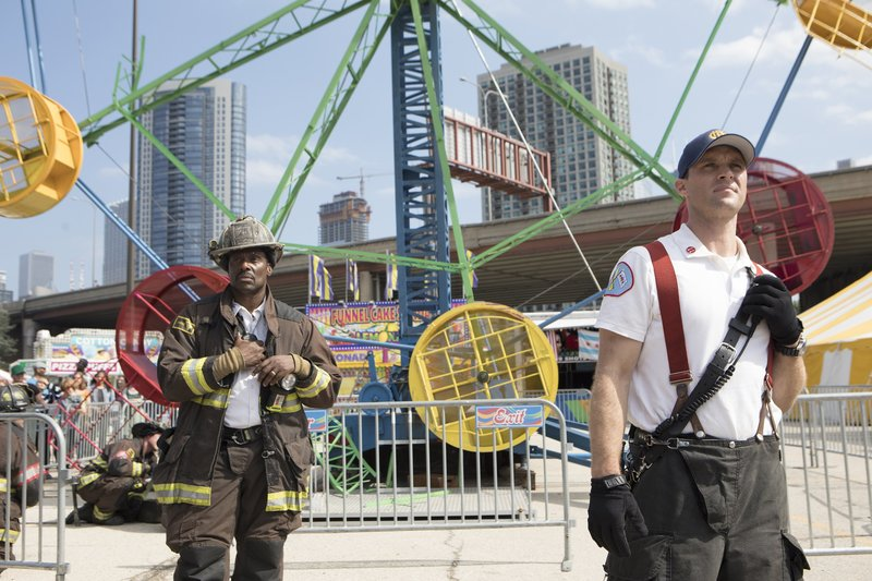 """CHICAGO FIRE -- """"Badlands"""" Episode 803 -- Pictured: (l-r) Eamonn Walker as Battalion Chief Wallace Boden, Jesse Spencer as Matthew Casey -- (Photo by: Adrian Burrows/NBC) – Bild: 2019 NBCUniversal Media, LLC/NBC/NBC"""