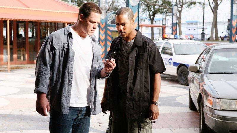 Dem jungen Police-Detective Danny Fisher (John Cena, li.) und seinem Partner Hank Carver (Brian J. White) gelingt es, nicht nur einen millionenschweren Coup zu vereiteln, sondern auch den vom FBI seit langem gejagten Waffenhändler Miles Jackson zu verhaften.Dem jungen Police-Detective Danny Fisher (John Cena, li.) und seinem Partner Hank Carver (Brian J. White) gelingt es, nicht nur einen millionenschweren Coup zu vereiteln, sondern auch den vom FBI seit langem gejagten Waffenhändler Miles Jackson zu verhaften. – Bild: RTL Zwei
