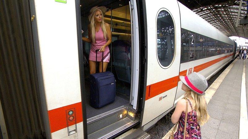 Jasmin fährt mir ihrer Tochter Mia zu einem weiteren Casting nach Holland... – Bild: RTL II