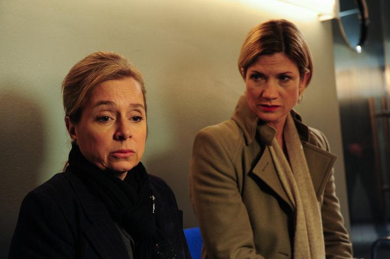 Martina Seiffert (Astrid M. Fuenderich, r.), Dora Krumme (ChrisTine Urspruch, li.). – Bild: ZDF und Markus Fenchel