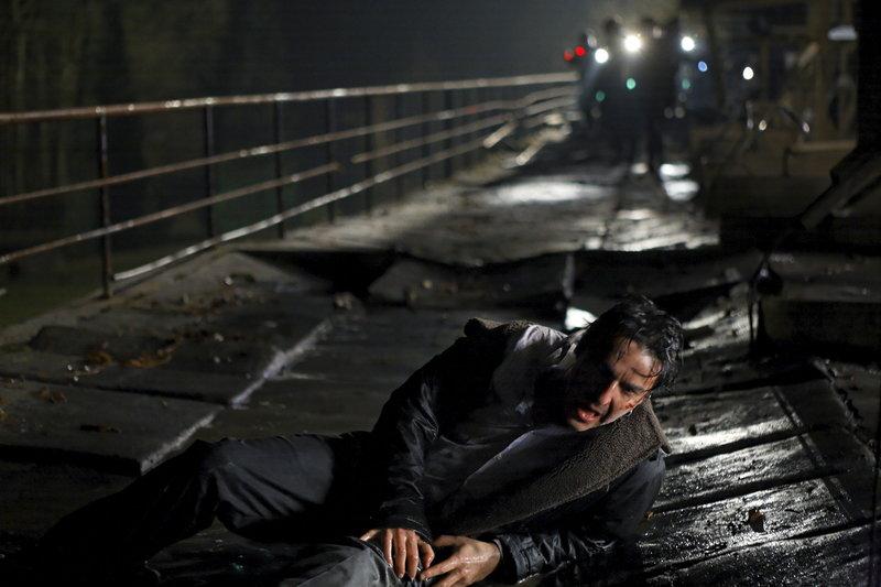 Ganz auf sich gestellt muss Vincent (Yvan Attal) gegen den wahnsinnigen Plender um sein Leben kämpfen. – Bild: ZDF und Thibault Grabherr