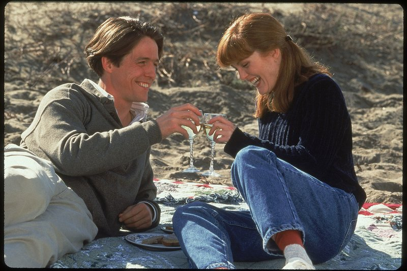 Nine Months Zaterdag 20 november 2010. Op de foto: VLNR: Hugh Grant als Samuel Faulkner en Julianne Moore als Rebecca Taylor. – Bild: ZDF