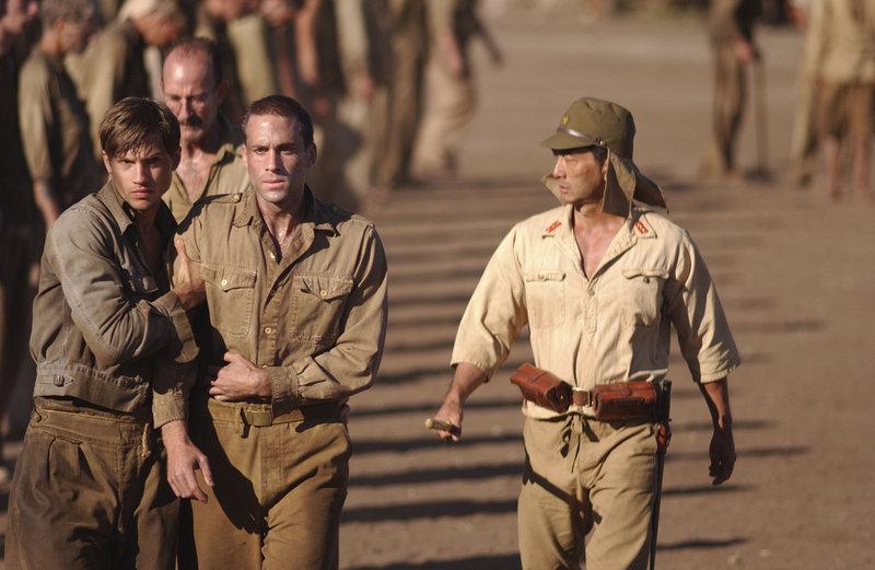 Sie gehen bis an ihre Grenzen: Gibson (Joseph Fiennes, M.) und die anderen Soldaten riskieren viel, um ihre Kollegen zu befreien ... – Bild: Buena Vista International Lizenzbild frei