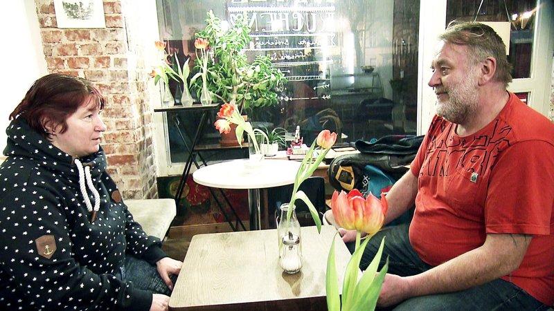 Meike, eine gute Freundin von Carsten, will dem Obdachlosen helfen von der Straße wegzukommenMeike, eine gute Freundin von Carsten, will dem Obdachlosen helfen von der Straüe wegzukommen – Bild: RTL 2