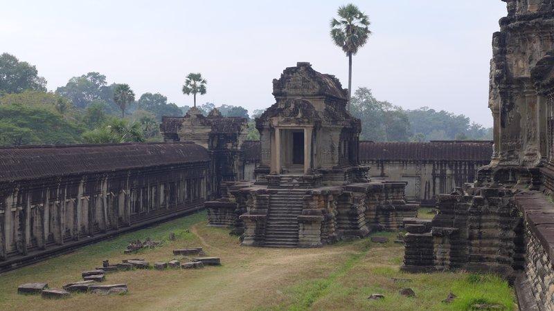 """Angkor Wat, """"Die Stadt der Tempel"""" im kambodschanischen Dschungel, ist ein eine der größten und eindrucksvollsten Tempelanlagen der Welt. – Bild: ZDF und Christiane von Boehm."""