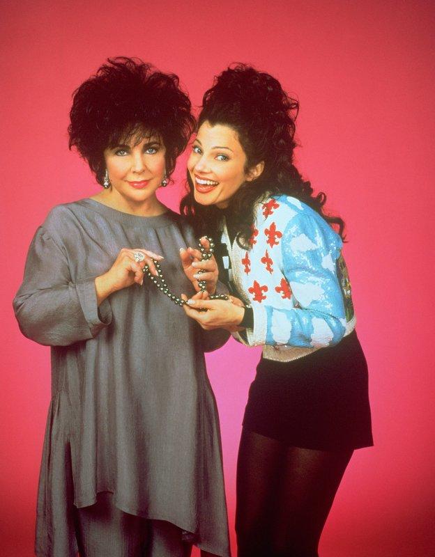 L-R Elizabeth Taylor as Elizabeth Taylor und Fran Fine as Fran Drescher – Bild: Disney