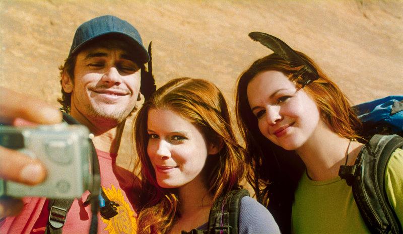 James Franco (Aron Ralston), Kate Mara (Kristi), Amber Tamblyn (Megan). – Bild: ORF