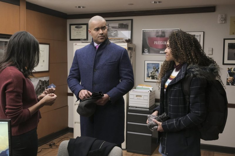 Pictured L-R: Chloe Talbott (Nikki M. James) , Chunk Palmer (Chris Jackson) , and Anna Baker (Jazzy Williams) – Bild: 2018 CBS Broadcasting, Inc. All Rights Reserved./ Jojo Whilden Lizenzbild frei