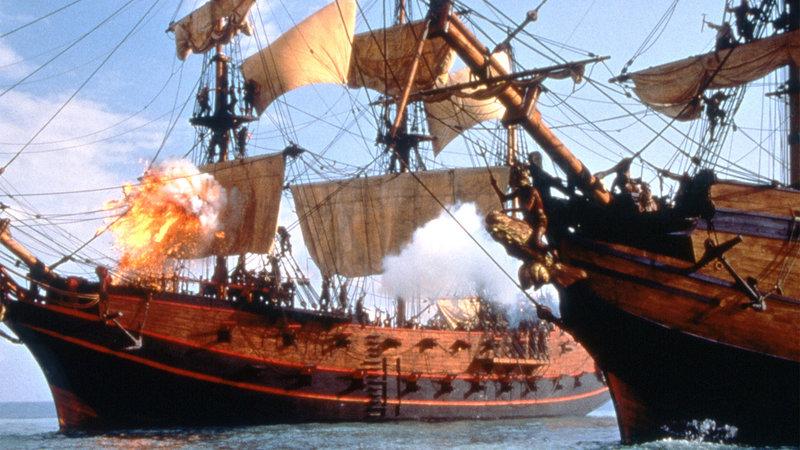 Morgan Adams und Dawg liefern sich eine Schlacht auf hoher See. – Bild: RTL Zwei