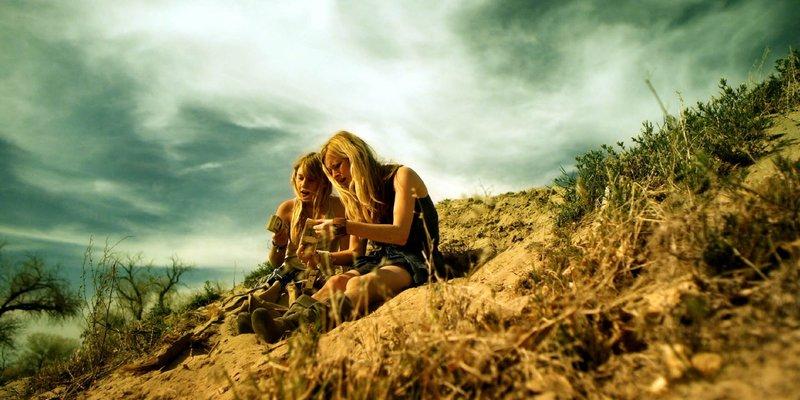 Lilly (Oliviah Crawford, l.) und Helen Pace (Jessica Morris) – Bild: RTL NITRO