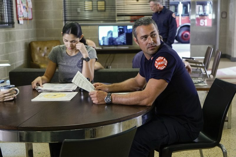 """-- """"The Hose or The Animal"""" Episode 501 -- Pictured: Taylor Kinney as Kelly Severide -- (Photo by: Matt Dinerstein/NBC) – Bild: Universal TV"""
