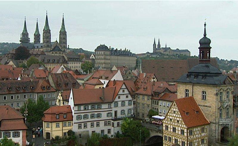 Blick auf die Bamberger Altstadt mit Dom. – Bild: BR/SWR