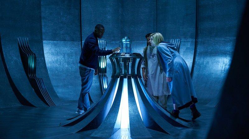 Ryan (Tosin Cole, l), Prem (Shane Zaza), The Doctor (Jodie Whittaker, r) – Bild: WDR/BBC Studios 2018/Adrian Rogers