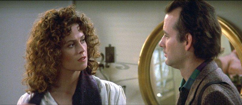 Dana Barrett (Sigourney Weaver) und Dr. Peter Venkman (Bill Murray)Dana Barrett (Sigourney Weaver) und Dr. Peter Venkman (Bill Murray) – Bild: RTL Zwei