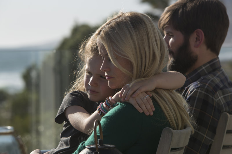 On left: Chloe Mackenzie (Darby Camp), in the middle Madeline Martha Mackenzie (Reese Witherspoon) and on right Ed Mackenzie (Adam Scott). – Bild: 2016 Home Box Office, Inc. All Rights Reserved.
