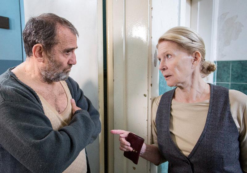 Maria (Christiane Hörbiger) versucht, Beros Großvater (Albert Kitzl) von Beros Talent zu überzeugen. – Bild: ORF