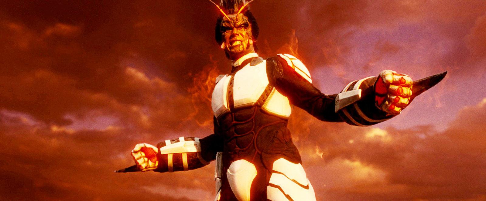 Shokichi Komachi (Hideaki Ito) auf dem Mars erwartet, ist ein wahrer Albtraum: Die Kakerlaken sind in der Zwischenzeit zu humanoiden Monstern mutiert, die ihren Lebensraum nicht so einfach aufgeben wollen und die Crew sofort angreifen. – Bild: Splendid