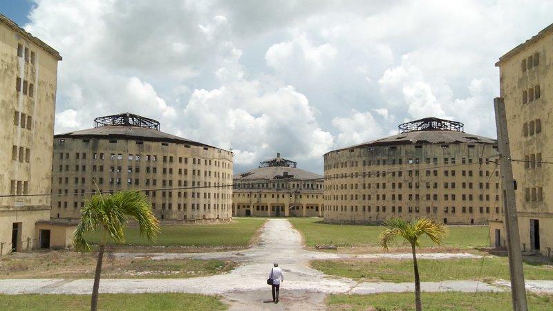 Werner Boote auf dem Weg ins Gefängnis - im Presidio Modelo, Kuba. – Bild: ORF
