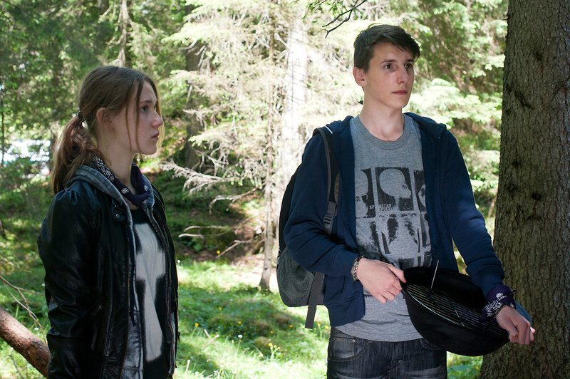 Flora Fee (Naya), Alen Dzinic (Bobo). – Bild: ORF III
