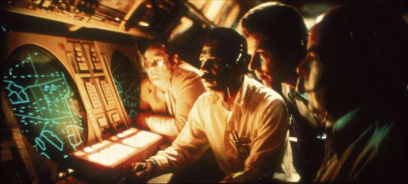 Claude Lacombe (François Truffaut) ist Sprachwissenschaftler und leitet ein Forschungsprojekt über Außerirdische. Ihm gelingt es schließlich, mit den Besitzern des UFOs zu kommunizieren: über Musik! – Bild: 3sat
