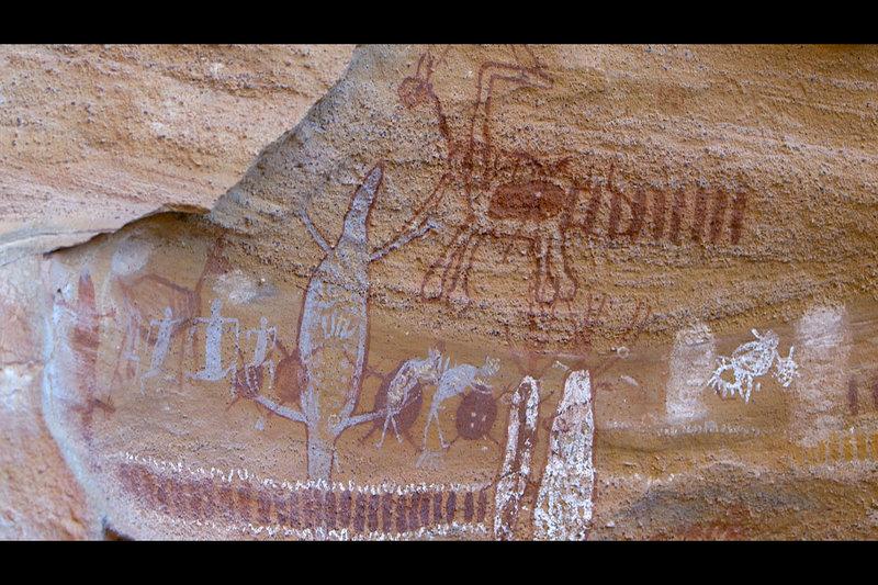 In dieser Folge geht es in den brasilianischen Nationalpark Serra da Capivara, der für seine prähistorischen Felszeichnungen bekannt ist. – Bild: ARTE France / © Alle Rechte vorbehalten