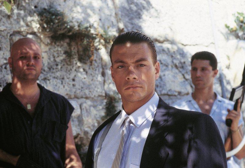 KGB schickt den Super-Agenten Andrei (Jean-Claude van Damme) los. Er soll die F-100 bergen. Auf Malta kommt es unvermeidbar zum Duell der Giganten, als Ken versucht seinen Widersacher Andrei im Nahkampf zu besiegen. – Bild: ProSiebenSat.1 Media SE