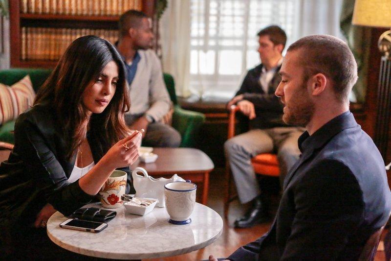 Priyanka Chopra (Alex Parrish), Jake McLaughlin (Ryan Booth). – Bild: ORF 1
