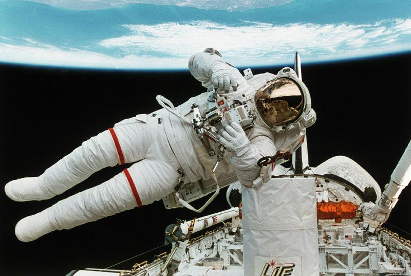 Weltraumspaziergang – Bild: Discovery Communications