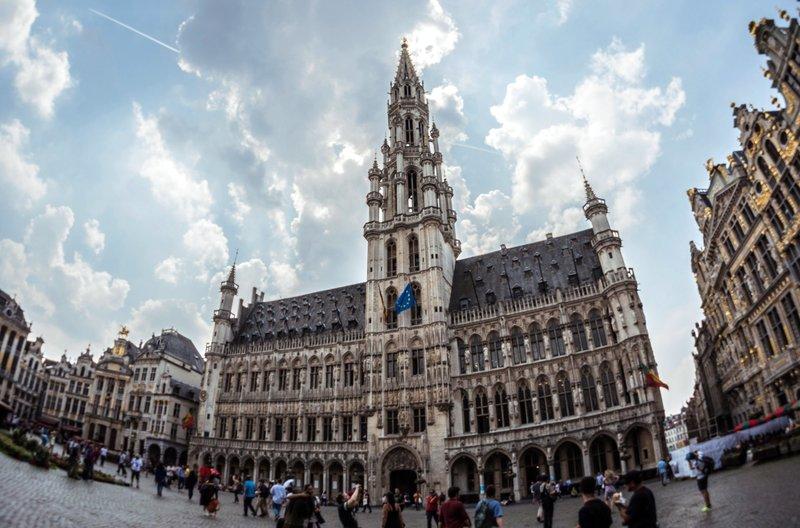 Das Rathaus am Grand Place in Brüssel. – Bild: phoenix/ZDF/Gruppe 5