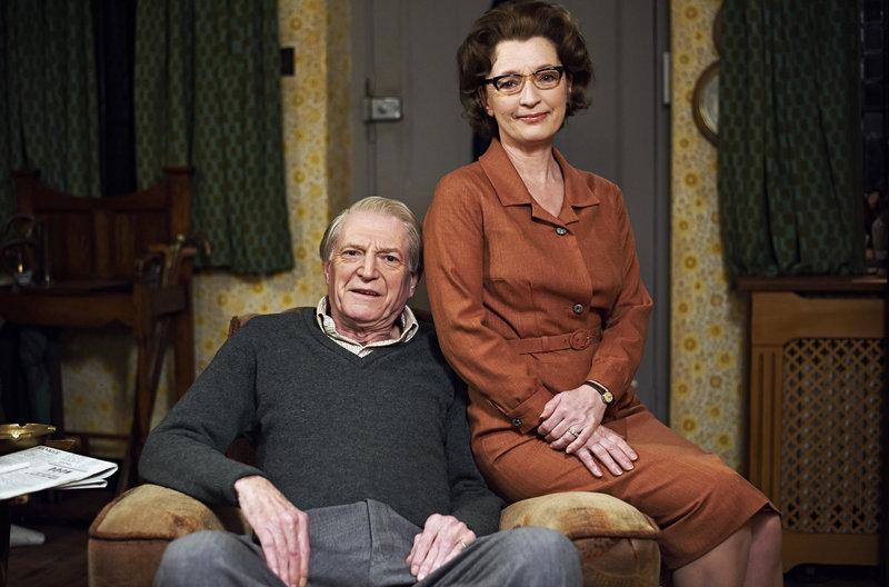 Der Doctor William Hartnell (David Bradley) mit seiner Frau Heather Hartnell (Lesley Manville) – Bild: WDR/BBC/BBC WORLDWIDE